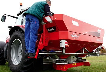 Kuhn: Easy access for Axis spreader