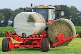 Kuhn: Automatic bale loading adds to wrapping efficiency