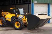 JCB: New agri shovels scoop up loads more grain