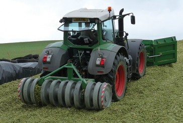 Kelvin Cave: Silage compactor receives award for innovation