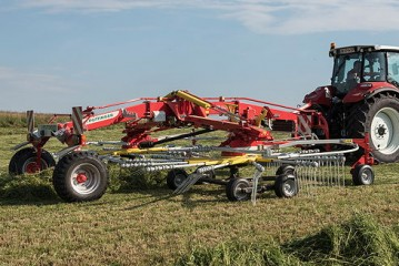 Pöttinger: TOP 842C is the big centre-swath rake for professionals