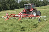 Pöttinger: New Hit 6.80T brings professional technology to smaller farms