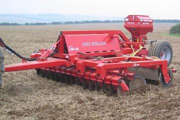 He-Va: Single-pass Disc Roller and Variocast for cover crop establishment