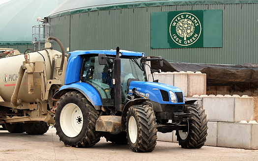 New Holland: Somerset cheese maker tests prototype T6.180 Methane Power tractor