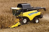 New Holland: Narrow-body rotary combine range updated with new CR8.80