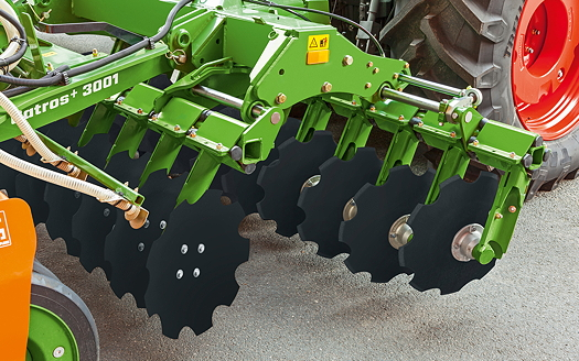 Amazone: Hydraulically actuated offset slide for Catros compact disc harrows