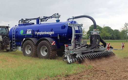Surface applicators, injectors and cultivator injectors are available for the Bauer BSA tankers.