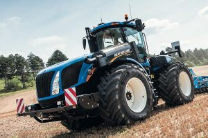 New Holland: Auto Command transmission added to T9 tractor range