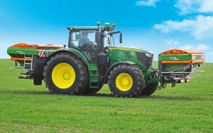Amazone: Front-mounted spreader for precise distribution of two fertilisers