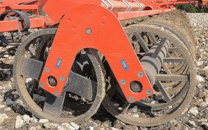 Kuhn: Double-U roller now available on Performer deep tine-disc cultivators