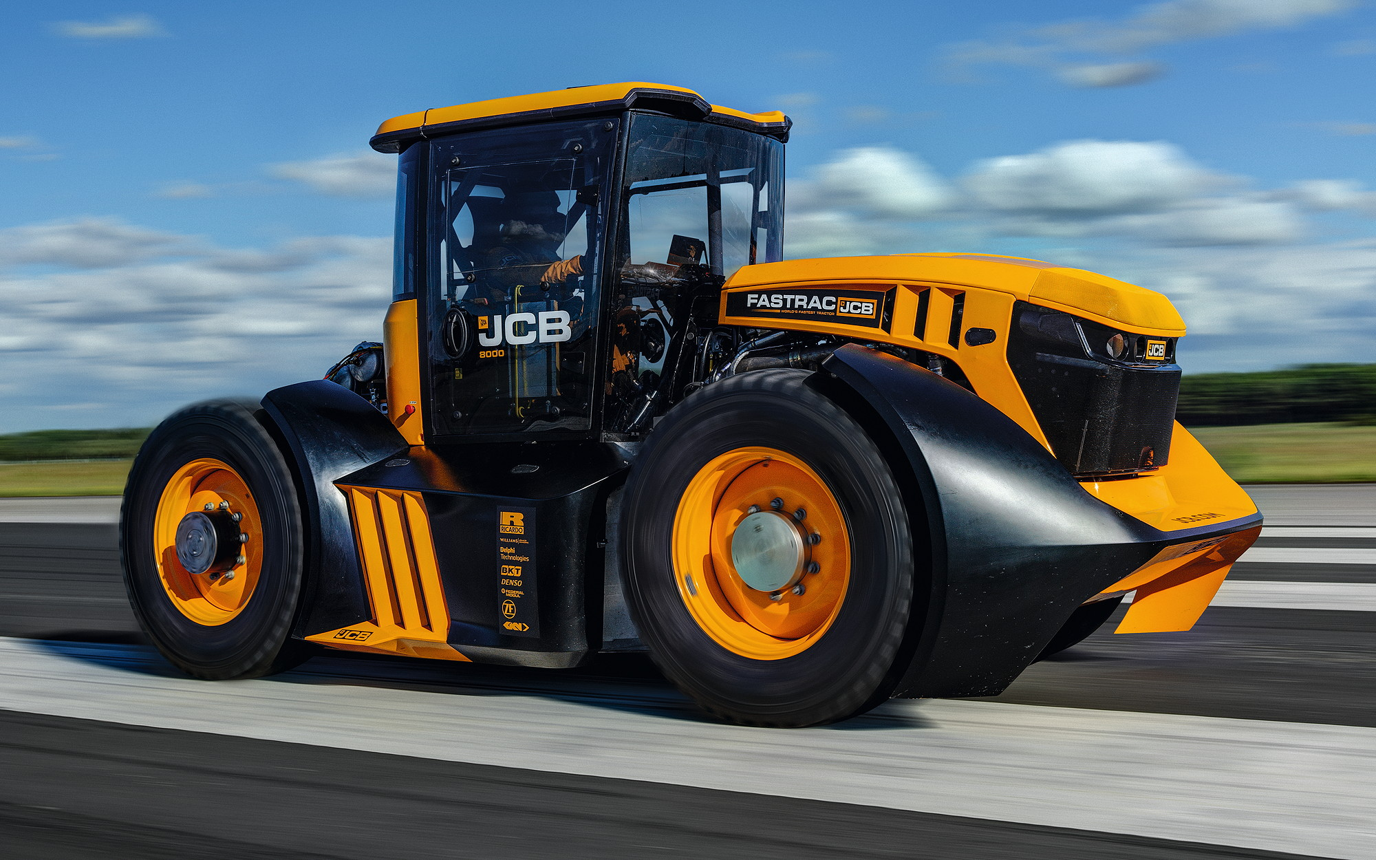 Guy Martin's record-breaking JCB Fastrac 8000 June 2019