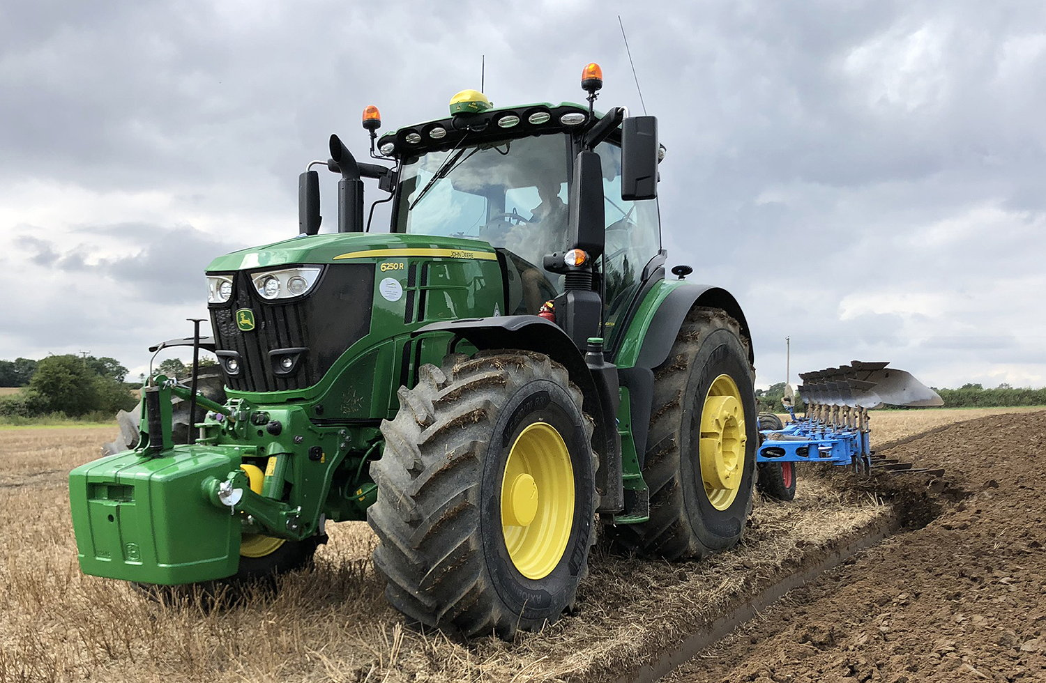 Fitting the latest Michelin AxioBib 2 tyres with VF technology has further improved the performance of Bedfordia's new Deere 6250R tractors