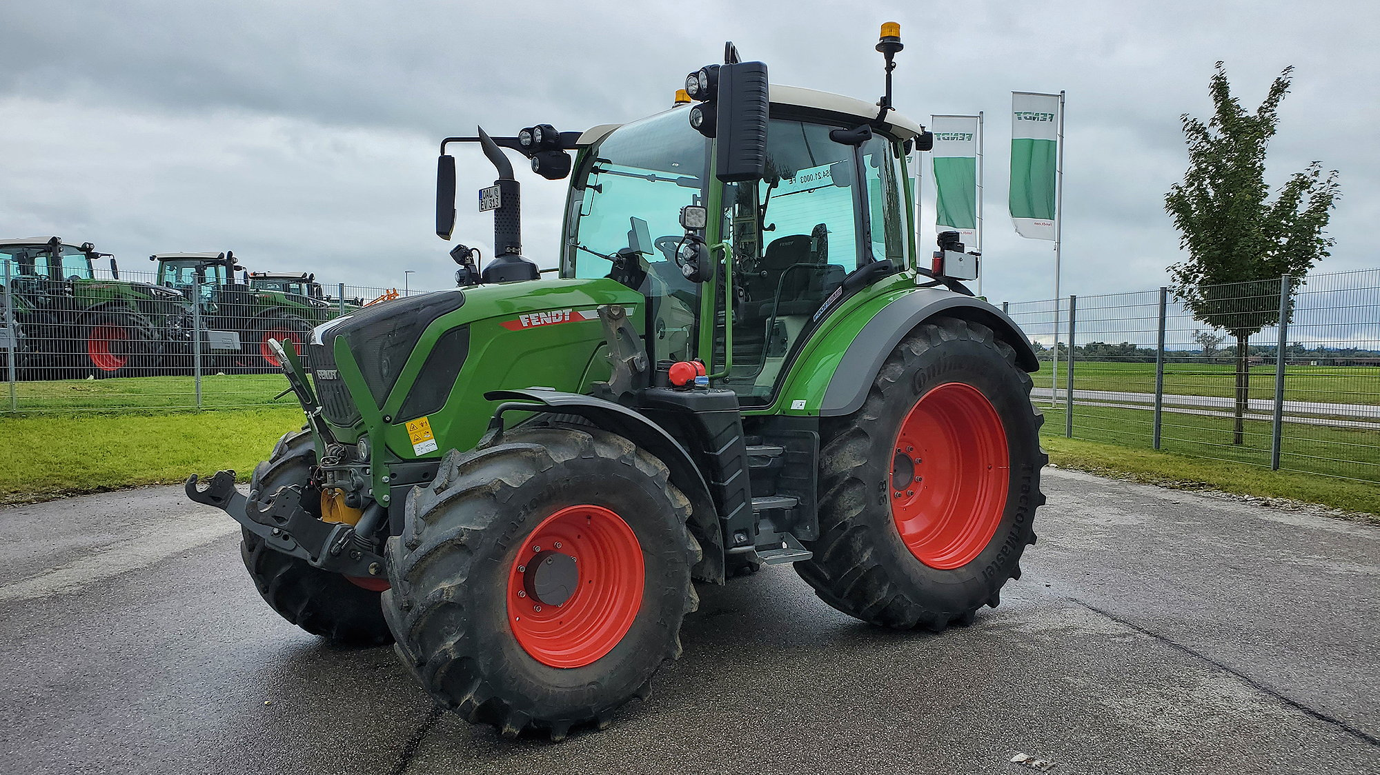 All new Fendt 200 and 300 series tractors will now be available with Continental TractorMaster tyres