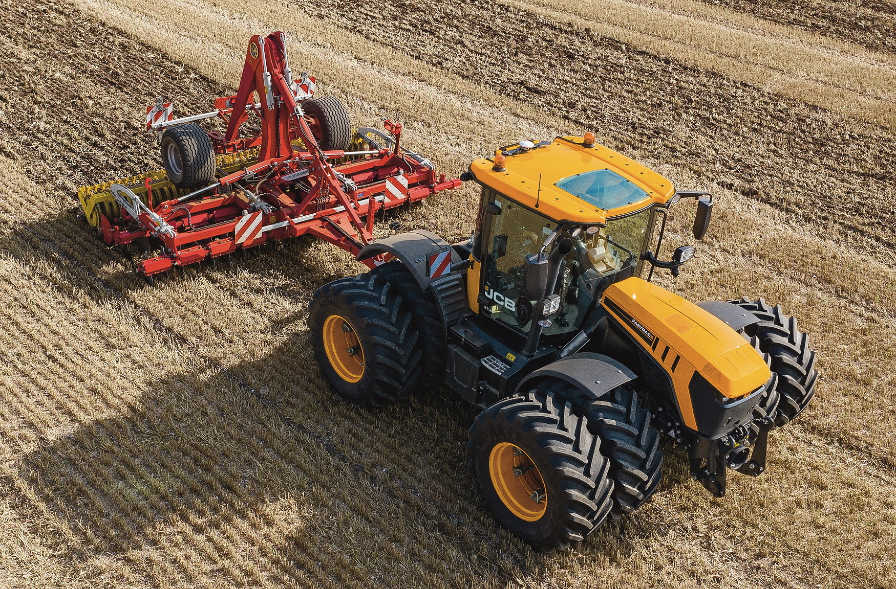 Bite-size videos have ben produced to help JCB Fastrac operators make the most of the tractor's advanced features.