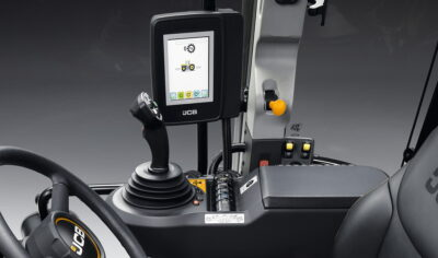 The videos include guidance on setting up the Fastrac with the touchscreen in the CommandPlus cab.