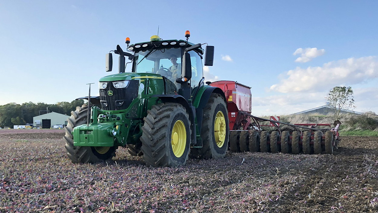 Bedfordia Farms' new John Deere 6250R tractors were the first in the UK to be fitted with Michelin AxioBib 2 VF tyres