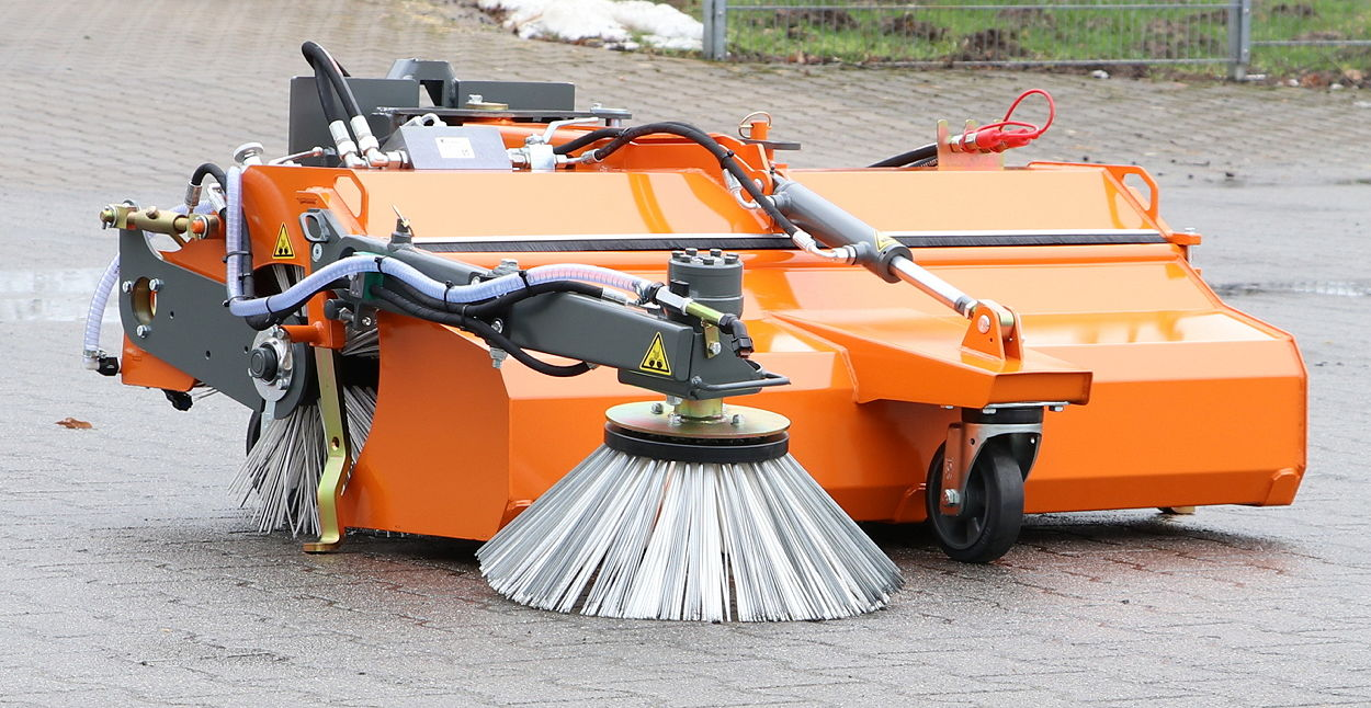 The Bema Kommunal 450 Dual has a 450mm diameter brush available in a range of materials