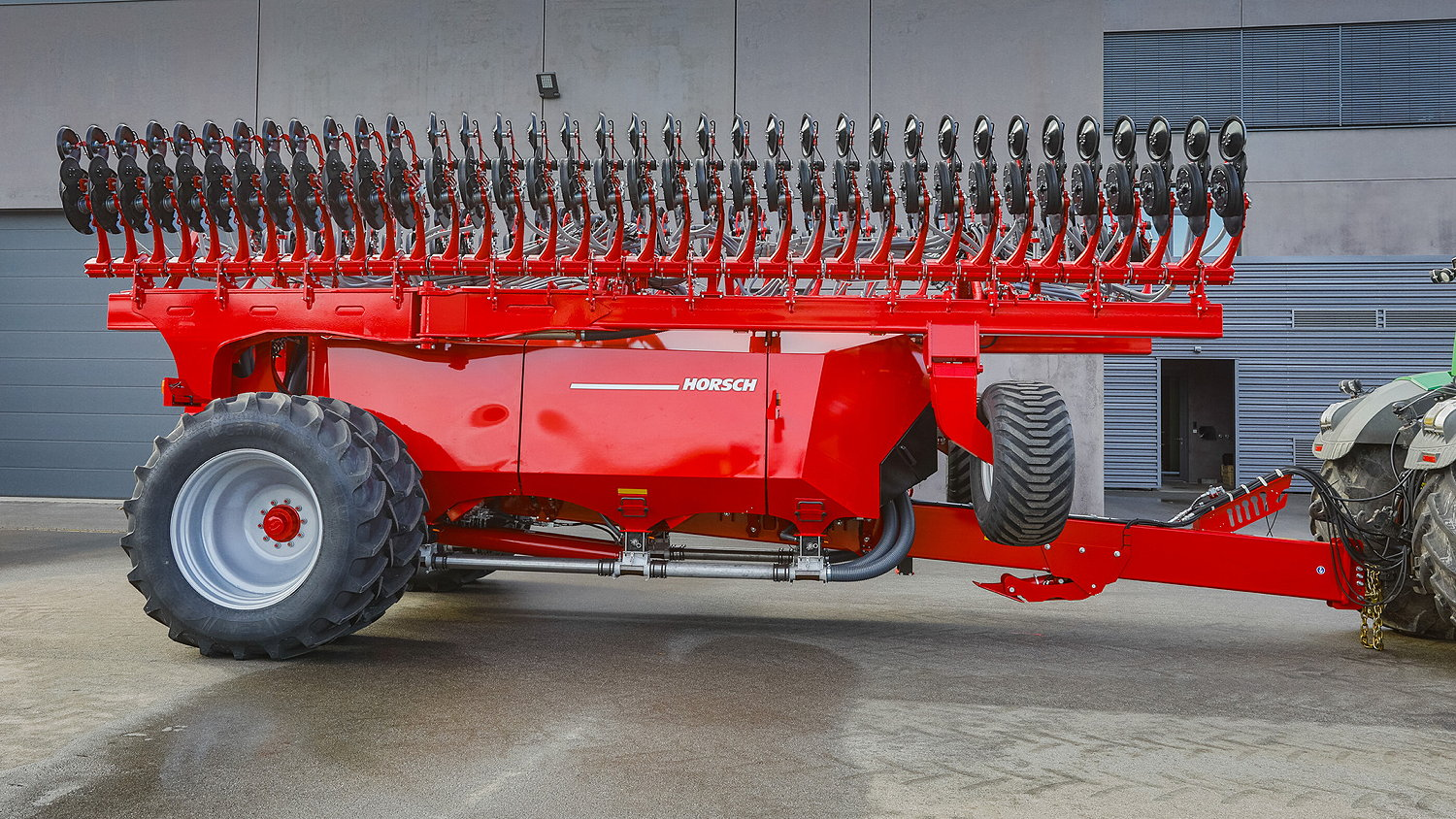 The new Horsch Avatar 18 M has an 18m working width and a three separate tanks totalling 14,600 litres for seed and/or feriliser