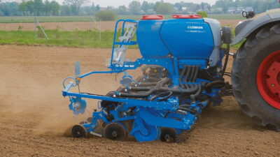 The Azurit 10 is available with the new MicroHub 5, a spreader unit that allows microgranule fertilisers to be applied in the direct vicinity of the seed