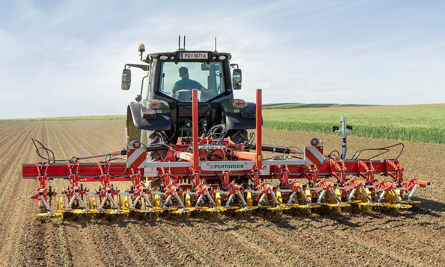 Pöttinger's FlexCare vario hoe offers full flexibility for working in a variety of crops