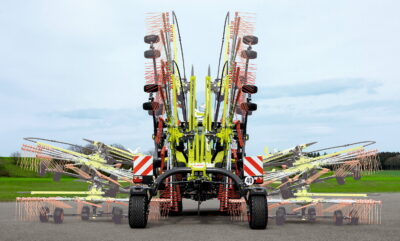 The twin-rotor Liner rakes fole for transport