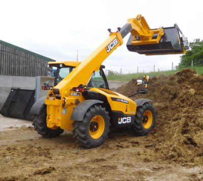 Lift capacity on the new JCB Loadall 532-60 is 3,200kg to a full-height lift of 6.22m