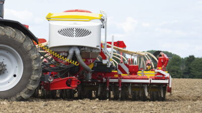 The Pöttinger Aerosem VT 5000 DD is compact and manoeuvrable when turning at the headland