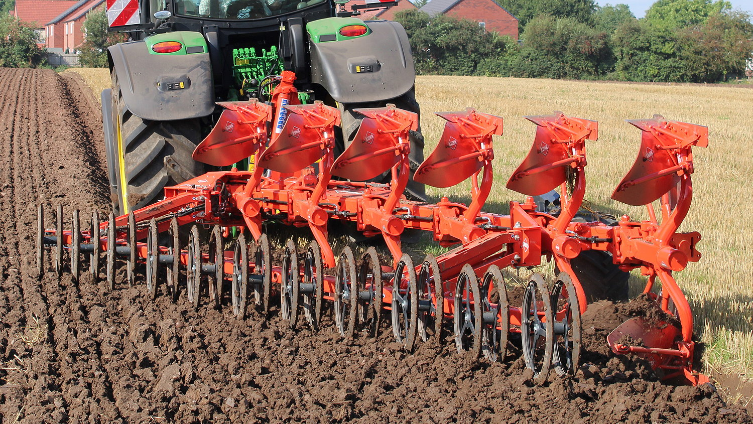 Kuhn's Duo-Liner operates totally independently of the primary cultivator to offer the possibility of a drill-ready seedbed in a single pass