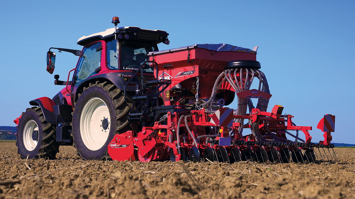 The 3.0m Kuhn Venta 320 is designed for tractors from 120hp to 150hp